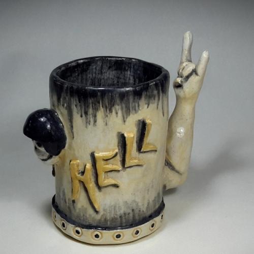 Céramique argile, Mug de l'enfer avec tête de mort , noir et ocre jaune 14cm/10cm