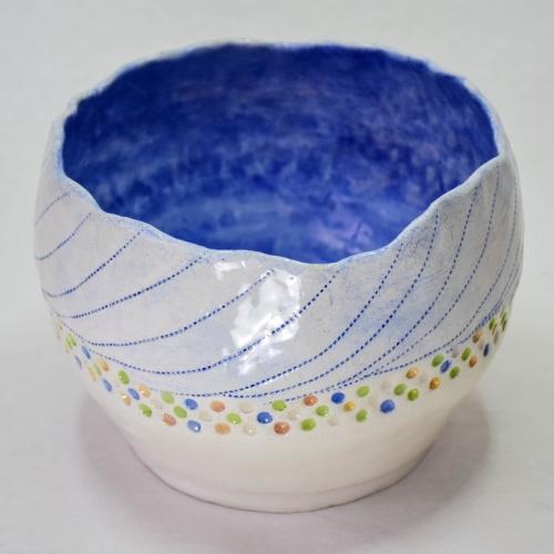 Céramique grès cache pot émaillage intérieur bleu, extérieur motifs bleus jaunes verts oranges sur fond blanc 13cm/17cm