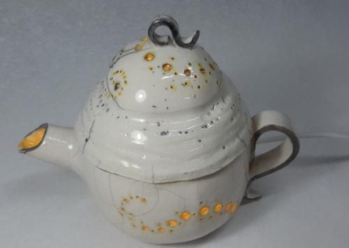 Grès chamotté 0.2 40% blanc, peinture Dunkan jaune-orangée, émail brillant, cuisson raku,diam22 h17